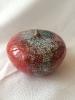 Rosenkugel rot mit grünen Kristallen, D=10cm, H=6cm, €15,-